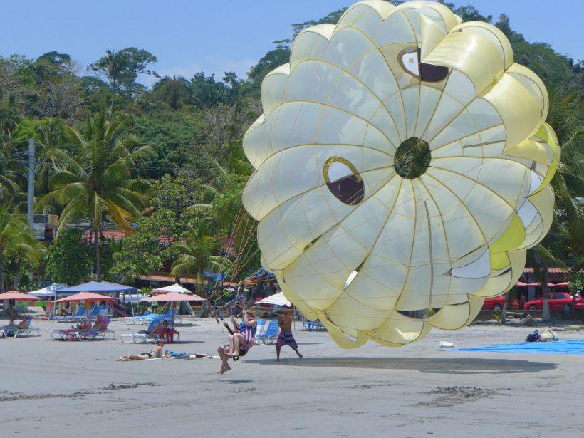 ManuelAntonio-Parachute